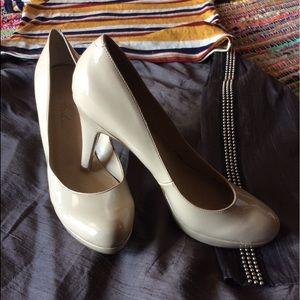 🐘Marc Fisher Platform Beige Nude Heels Sz 7.5 🐘